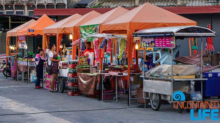 Night Market Tha Din Daeng Bangkok