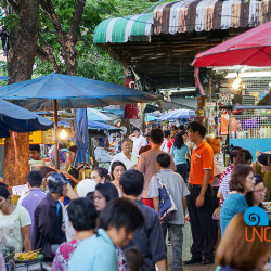 Tha Din Daeng Bangkok