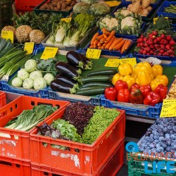 Save money on food while traveling, Uncontained Life